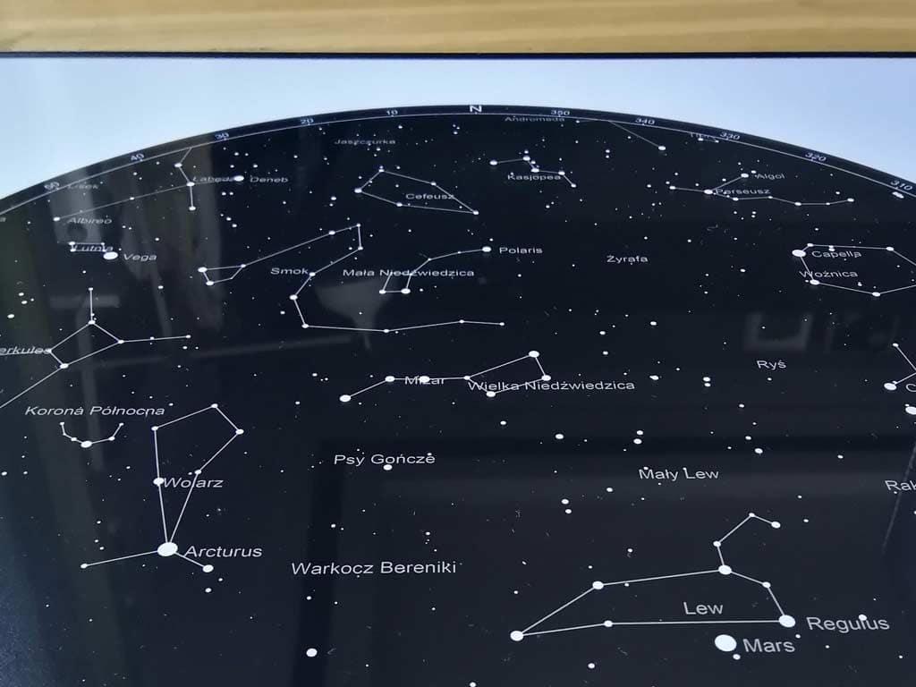 mapa nieba i gwiazd z danego dnia