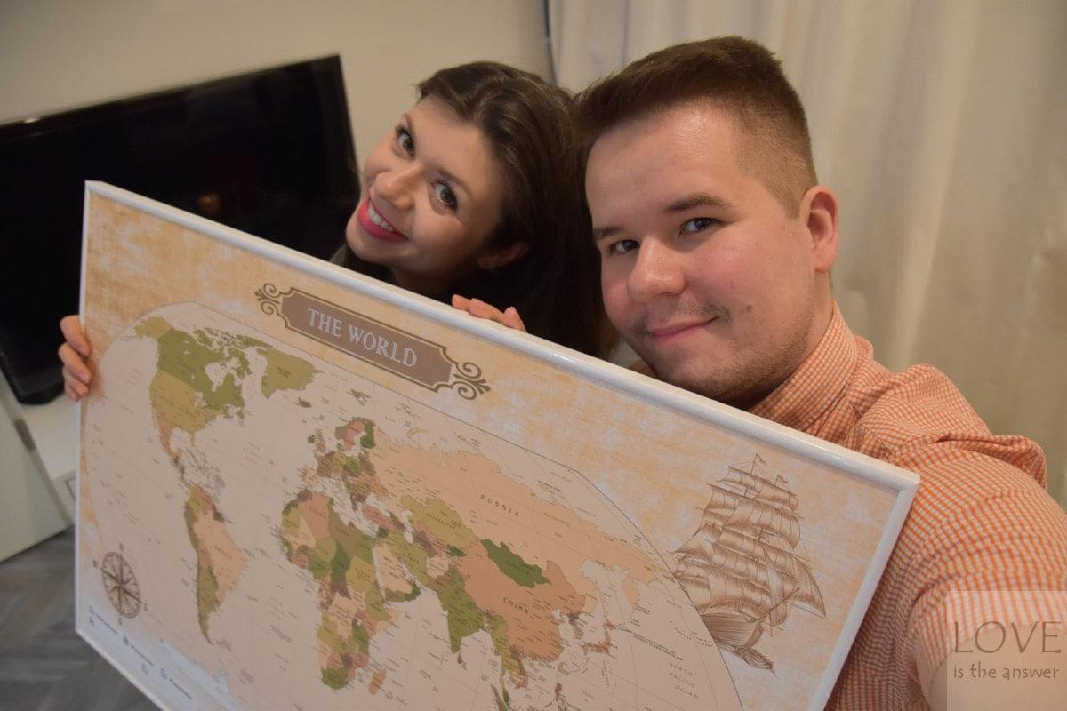 Personalizowana mapa świata do oznaczania podróży