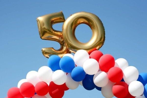 Pomysły na nietypowe prezenty na 50 urodziny